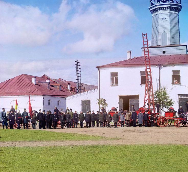 Пожарная команда в городе Вытегре. 1909 год. Здание использовалось пожарными до 2013 года.