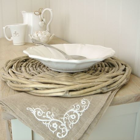 Wicker placemat underplate x 1