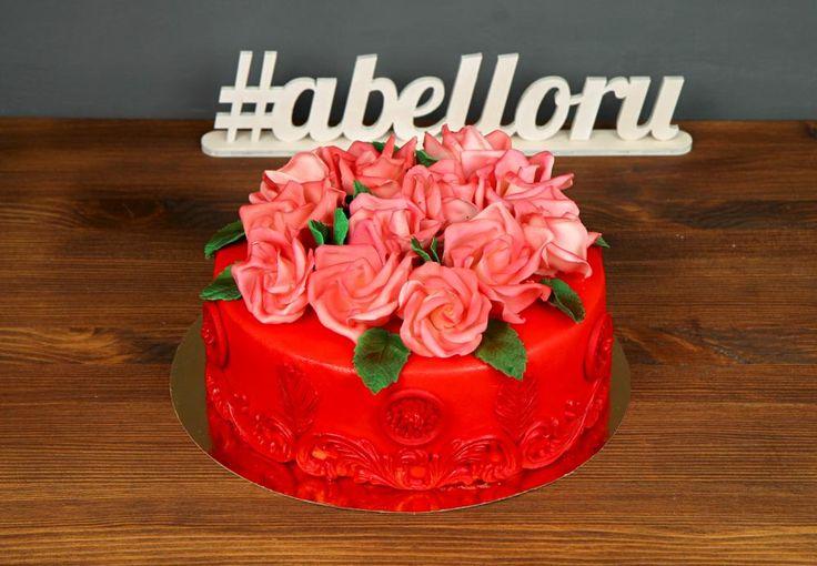 """Торт """"Бархатные розы""""  Уникальность розы🌹 трудно переоценить – она будет к месту на любом празднике: на Дне рождения, Свадьбе, брачной годовщине, помолвке, Юбилее и т.д. И поэтому торт «Бархатные розы» отлично подойдет практически к любому празднику🙏  Изготовление торта как на фото возможно от 2-х кг всего за 2350₽/кг.  Специалисты #Абелло готовы помочь с выбором красивого и качественного десерта по любому поводу по единому номеру: +7(495)565-3838 Телефон/WhatsApp/Viber. Наш сайт с…"""