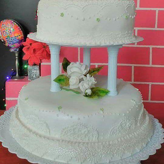"""Torta de matrimonio . . . . . #weddinginspiration #cakeideas #cakeinspiration #cakedecorating #matrimonio #love #medellin #couples #relationshipgoals #sugarflowers #floresenazucar #white #boda"" by @tortasdeluzmita. #невеста #prewedding #brides #engagement #свадебноеплатье #vestidodenoiva #couture #gelinlik #gown #weddinghair #casamento #bridesmaids #marriage #noiva #stylemepretty #junebugweddings #shesaidyes #groom #bride #weddingphotographer #weddings #engaged #свадьба #weddingparty…"