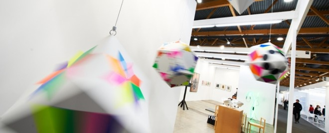 Targi Art Brussels, należą do grona najważniejszych i najbardziej wyczekiwanych targów sztuki współczesnej. W tym roku event uświetni aż 187 galerii z całego świata, a także 2000 artystów oraz około 30 tysięcy miłośników sztuk pięknych. Jak wynika z sondaży 35% widzów, będzie pochodziło z zagranicy.