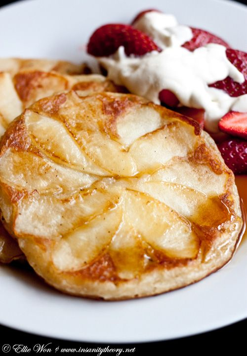 I have always loved a good pancake... add the apples- PERFECTION: Kitchens, Desserts, Cinnamon Apple Pancakes, Kitchen Wench, Pancakes Kitchen, Food, Apple Cinnamon Pancakes, Apples, Baking