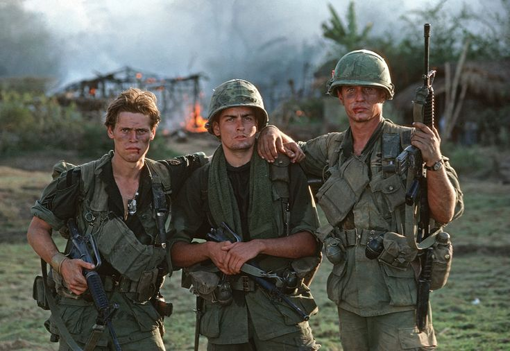 Johnny Depp, Charlie Sheen and Kevin Dillon Have 'Platoon' Reunion 30 Years Later: Pic!  [ad_1]                                                  The platoon's back together!  Platoon co-stars Johnny Depp, Charlie Sheen and Kevin Dillon reunited on Sunday in honor of the iconic war film's 30th anniversary.