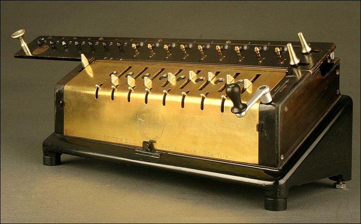 Impresionante Calculadora Vintage TIM III. 1909. Muy Bien Conservada y Funciona a la Perfección