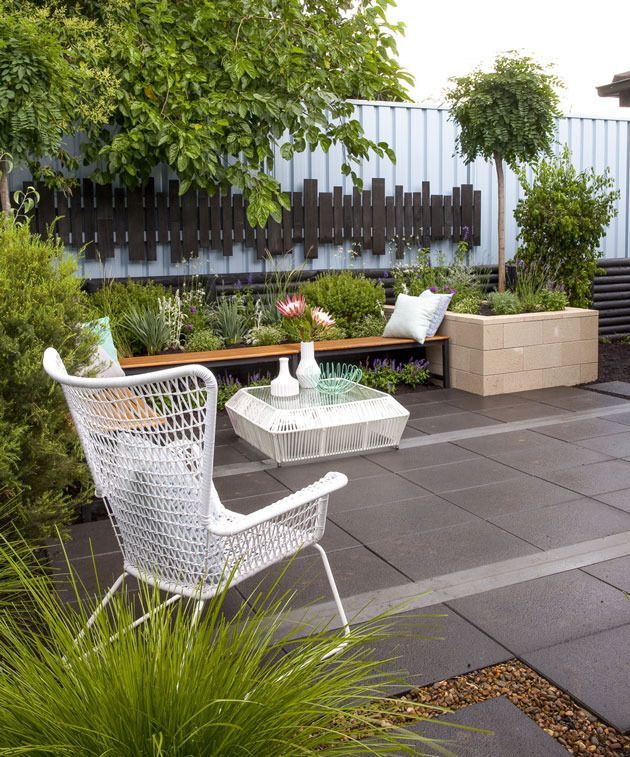 courtyard ideas large pavers make it appear a larger space