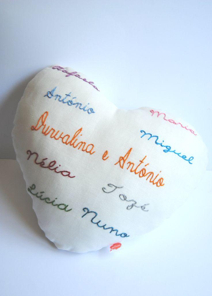 Dream Heart com nomes da família 100% linho  bordado à mão
