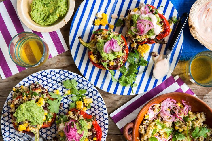 Mexicaanse gevulde paprika's met quinoa, maïs en avocado   Marley Spoon