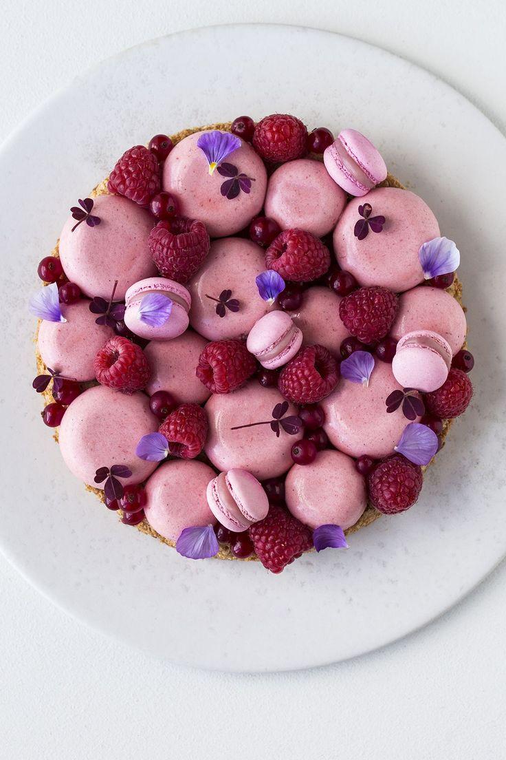 Hazelnootbodem met aardbeienmousse - Maja Vase