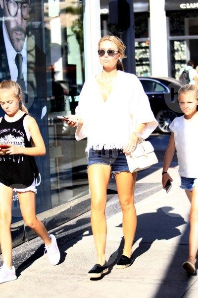 ALEX G - 10/28/2016  OUT & ABOUT WITH LILLY-ELLA & LEXIE IN BEVERLY HILLS CA