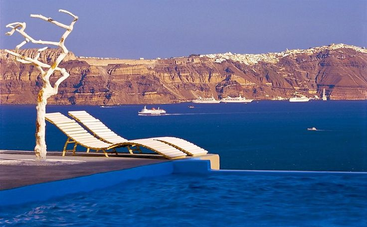Astarte Suites in Santorini (Akrotiri) is  located close to La Ponta Venetian Tower and Red Beach