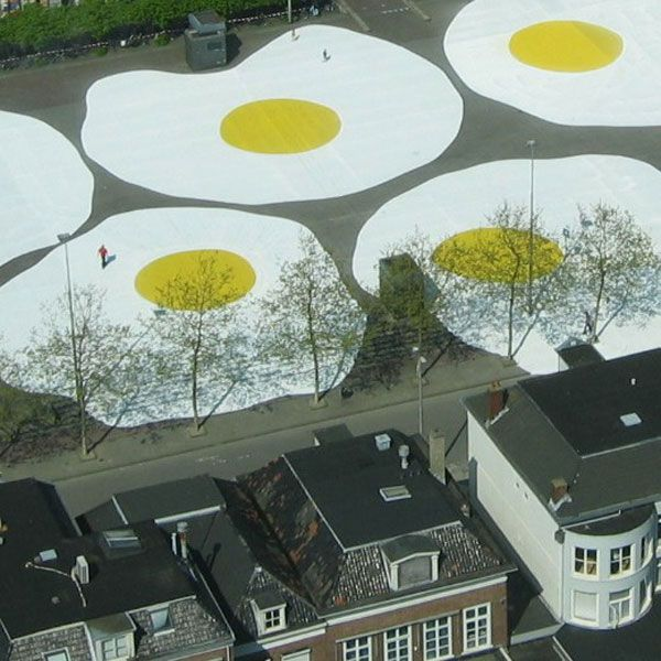 Dutch artist Henk Hofstra (we featured his Blue Road  in April 2007) is back with a new environmental art project called 'Art Eggcident' in Leeuwarden, a city in the north of the Netherlands. Yesterday, several large eggs (each 100 feet wide) were spread on th Zaailand, one of the largest city squares in the Netherlands. 'The eggs' will remain in Leeuwarden for the next six months (2008).