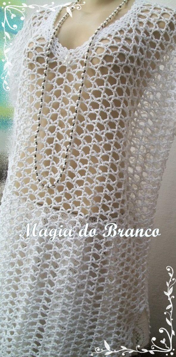 Peça confeccionada em linha de algodão na cor branca, com detalhe de uma flor ou chatom no decote. Com um forro se transforma em um lindo vestido. TAMANHO: G OU 46/48. Pode ser feita nos tamanhos: P M G . *(não acompanha forro)