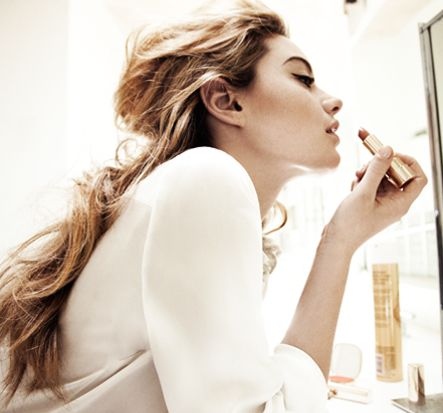 MONDAY MORNING BEAUTY UNIFORM: #VioletGrey's guide to polished makeup and a voluminous ponytail in the blink of an eye.