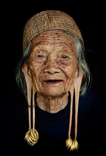 Dayak Kenyah tribe, East Kalimantan in Indonesia (people, portrait, beautiful, photo, picture, amazing, photography, old woman, lady, earring stretch)
