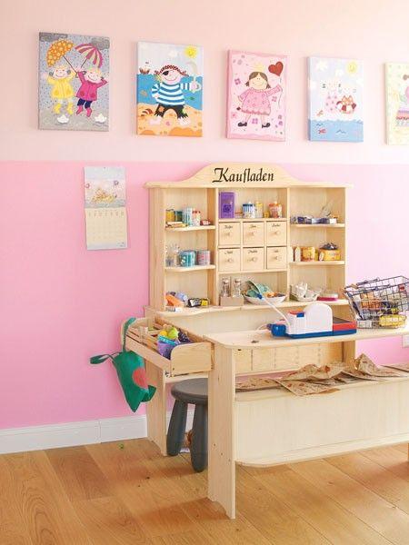 Der dunkler getönte Sockel bringt das Kinderzimmer auf Augenhöhe der Kleinen und ist zudem nicht so schmutzempfindlich.