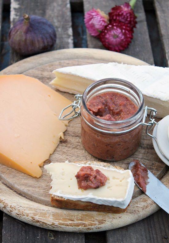 Tinkas Welt: Käse & selbstgemachter Feigensenf - eine prima Kombination!