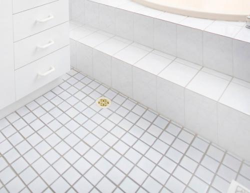 white square tile bathroom