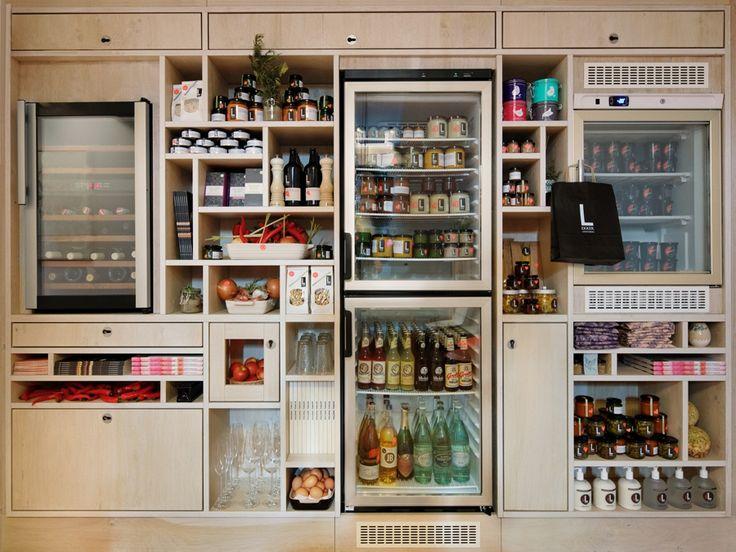【いろいろ収めて楽しみたい】壁一面が複数の冷蔵庫とパントリーで埋め尽くされたダイニング・キッチン