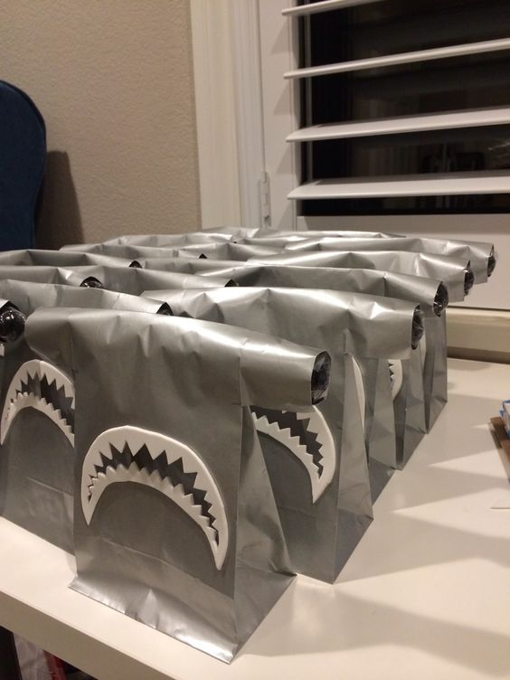 I love these shark goodie bags for a shark themed party! | Live and Learn