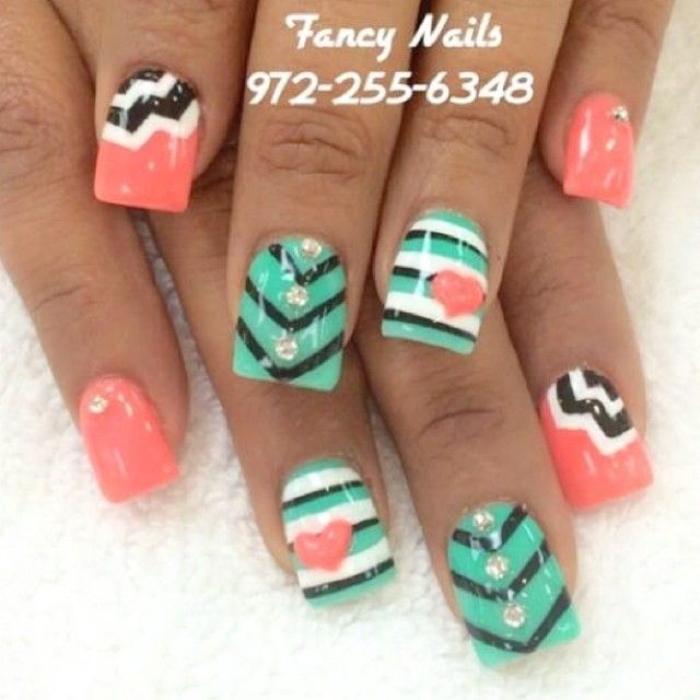Heart and chevron nails super cute!<3