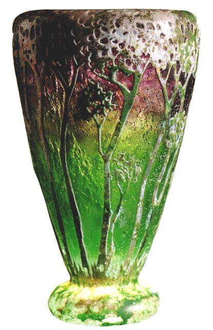DAUM.  Vaso in vetro con foresta, lavorazione all'acido con polveri in vetrificazione, 1906. H. cm. 11,6.   Collezione Aldo Stock, Trieste. (hva)