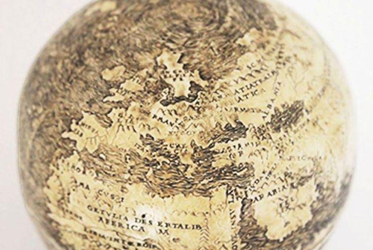 (adsbygoogle = window.adsbygoogle    []).push();   El mapa del Nuevo Mundo más antiguo conocido fue pacientemente grabado sobre las mitades inferiores unidas de sendos huevos de avestruz. Este globo terráqueo del siglo XVI se perdió para la historia durante siglos, pero volvió a...