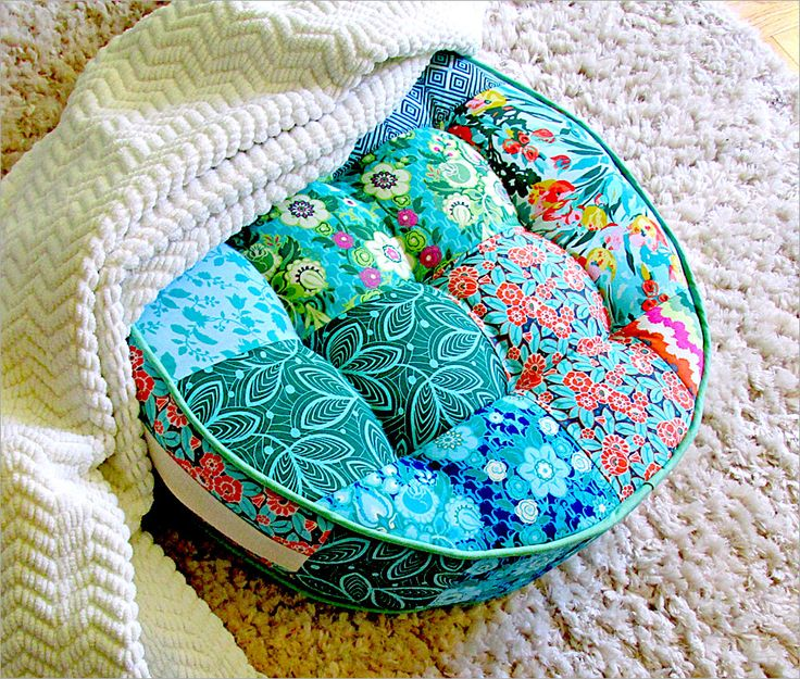 Round Patchwork Floor Cushion with Tufting