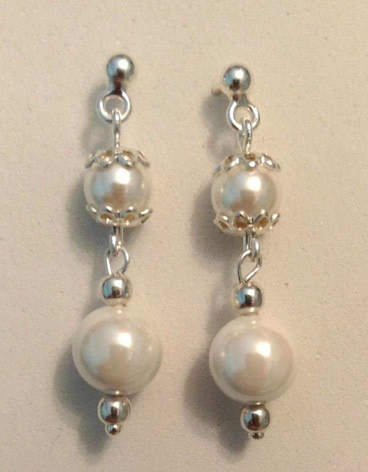 Cercei din argint cu perle albe de Mallorca şi agățătoare tip cui