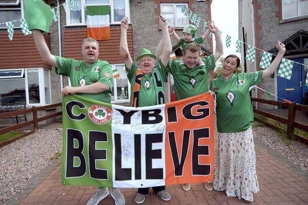 Irlandia Didukung Fans Tiga Generasi  http://soccer.sindonews.com/pialaeropa/read/1116361/200/irlandia-didukung-fans-tiga-generasi-1465826559  #EURO2016 #PialaEropa2016 #SINDOnewsEURO2016