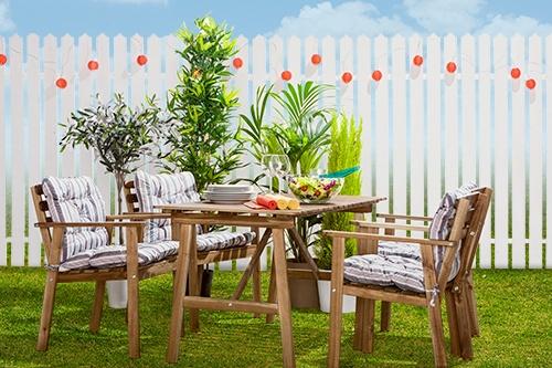 Vara, pui masa și scaunele ASKHOLMEN ȋn grădină și te bucuri de un prânz la soare, savurat ȋn familie.