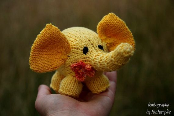 Elephant Knitting patter for beginners and by KnitographyByMumpitz