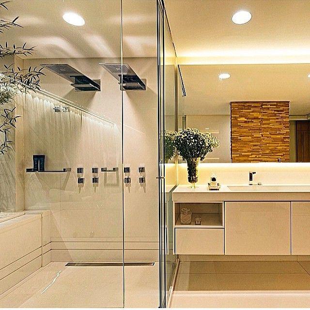 Banho suíte, destaque para o box com dois chuveiros e iluminação perfeita, am -> Banheiro Com Banheira E Dois Chuveiros