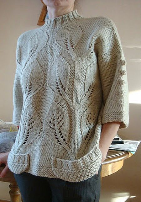 Sweater with ¾ sleeves and wide pockets