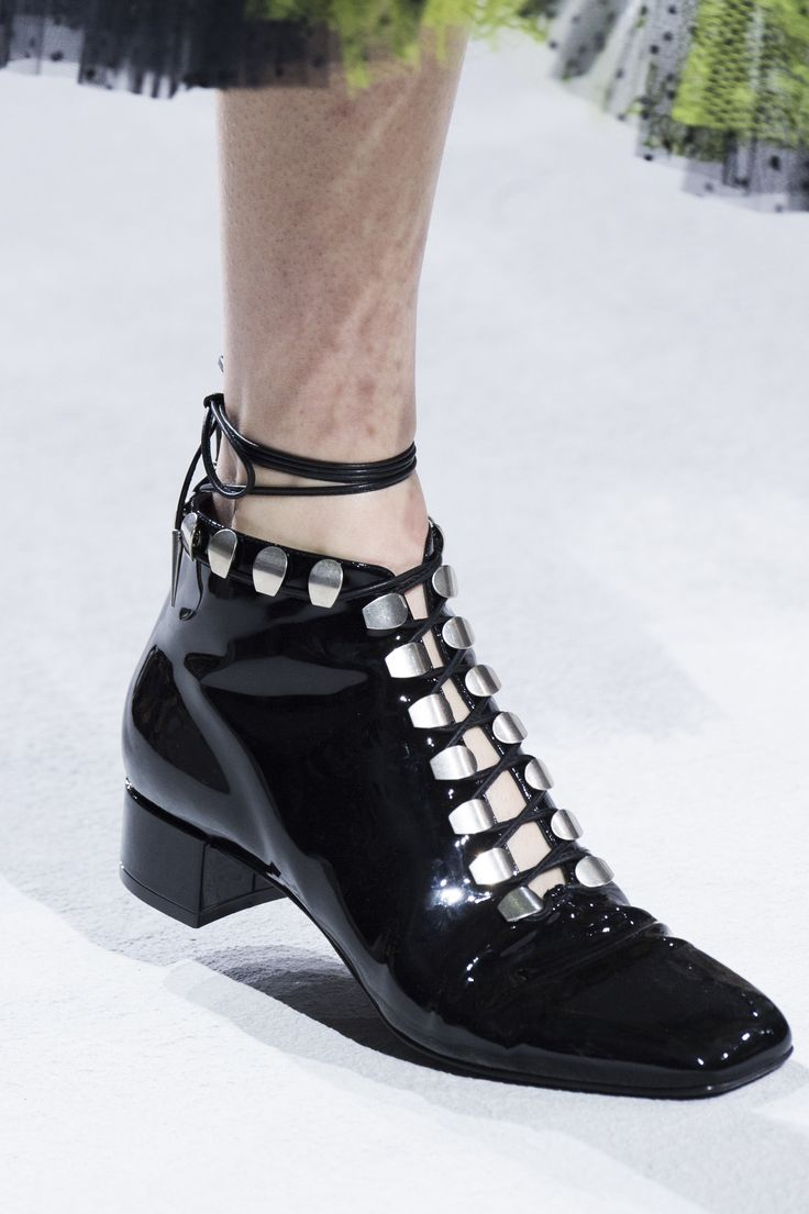 Christian Dior Spring 2018 Fashion Show Details, Runway, Womenswear Collections at TheImpression.com - Fashion news, street style, models, accessories