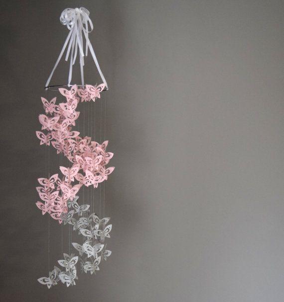 Spirale papier papillon mobile lustre rose et par for Lustre en papier