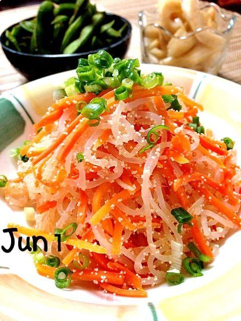 今日は明るい食卓にしてみました✨  簡単お料理です✌  またレシピを載せま~す - 425件のもぐもぐ - しらたきの紅葉きんぴら・枝豆・セロリっ酢 by Jun1Nakada