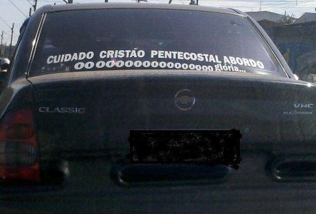 Esta oração seguida desse cântico contagiante. | 16 adesivos de carro que dizem muito sobre a alma do brasileiro