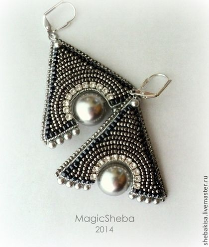 Mystery triangle earrings - light silver fine beads, pearls and Swarovski…