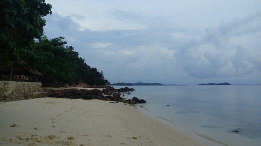 Lokasi pantai ini berada di pulau Galang, tepatnya berada di Desa Cijantung, Kecamatan Galang, Batam Kepulauan Riau