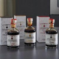 Drei Balsamicos im Set - Das Set bestehend aus 3 verschiedenen Condimento all' Aceto Balsamico     di Modena IGP.