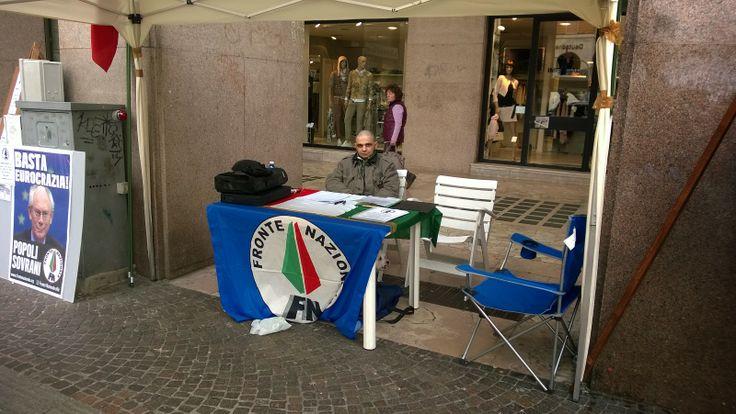 Enzo Trigila per l'Italia: Gazebo Fronte Nazionale Varese del 15/03/2014