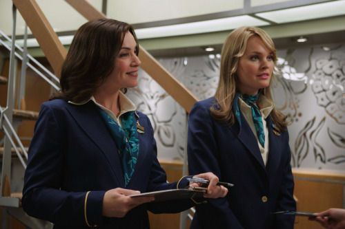 Julianna Marguiles & Sunny Mabrey - Snakes On A Plane (scarf)