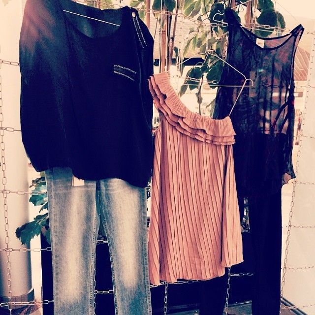 Härliga våroutfits hittar ni i #hansa #lagershop #popupplace #bubbleroom #fashion #spring #clothes (at Pop Up Place - Hansa, Malmö)