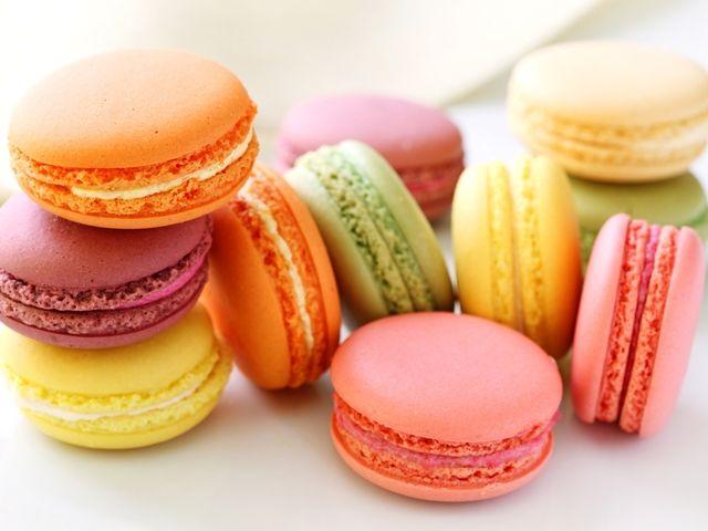 Макаруны: рецепт шоколадного и малинового печенья