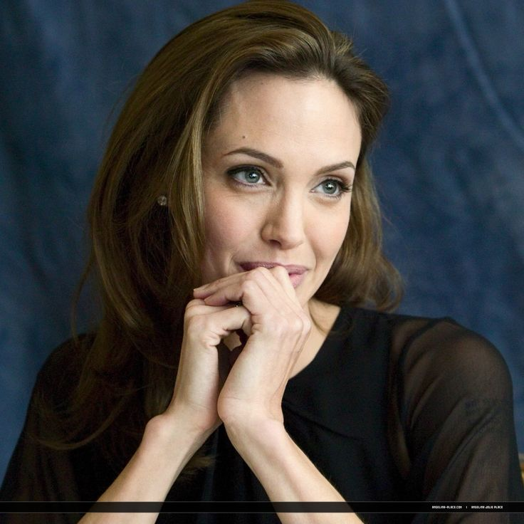 100907 Angelina Jolie Beowulf Press Conference 07