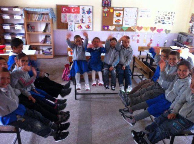 Gülyazı Köyü öğrencilerine yeni ayakkabılar