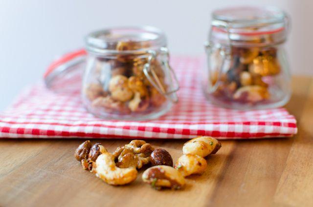 Geröstete Nüsse mit Honig und Rosmarin