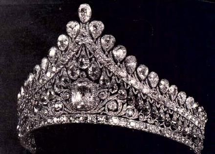 Russian tiara - love me some tiara, so sue me.