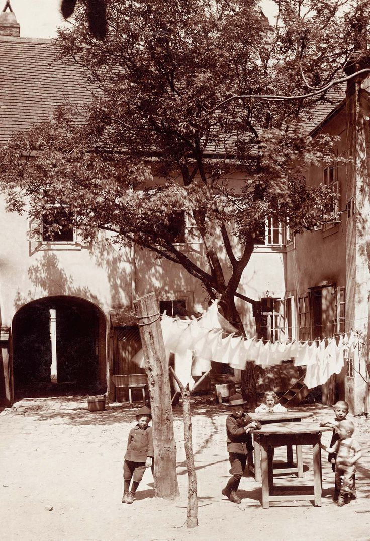 August Stauda, Kahlenberger Straße 11 - im Innenhof, 1909 © Wien Museum