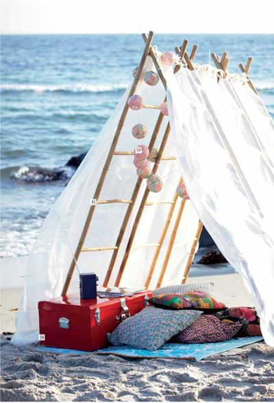 Beach tent: At The Beaches, Ideas, Beach Tent, Company Picnics, Summer Picnics, Beaches Camps, Beaches Tent, Beaches Day, Beaches Picnics